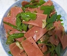 辣椒炒火腿肠午餐肉的做法