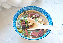 冬天喝猪血豆腐汤:暖身的同时还补血和清理五脏六腑里的垃圾的做法