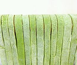 手擀菠菜面条的做法
