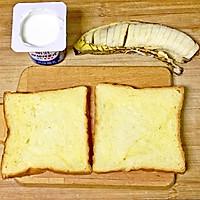 #花10分钟,做一道菜!#奥利奥酸奶香蕉吐司的做法图解1