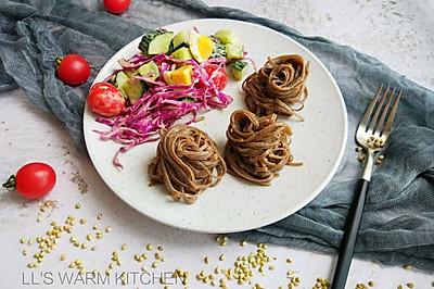 家常减脂餐:蔬菜沙拉荞麦面