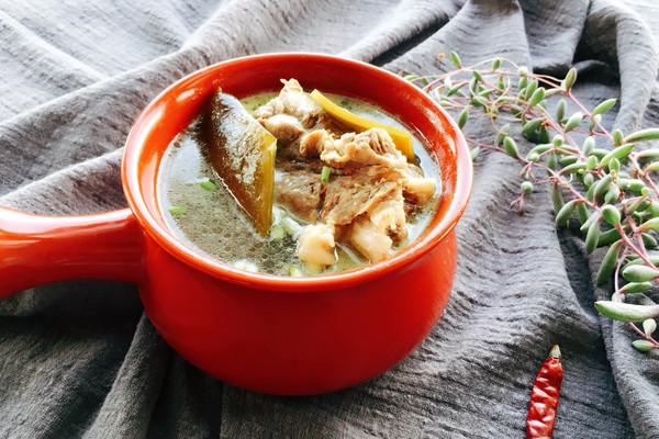 筒骨海带汤的做法