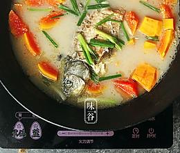 木瓜鲫鱼汤(养颜抗衰老)的做法