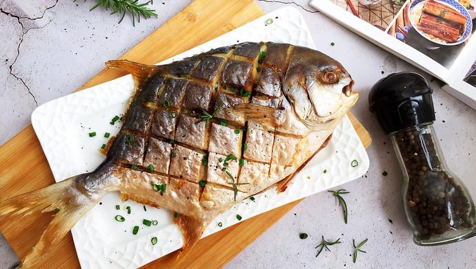 #一人一道拿手菜#烤金鲳鱼