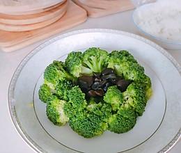 无油减肥又营养的素食西兰花。的做法