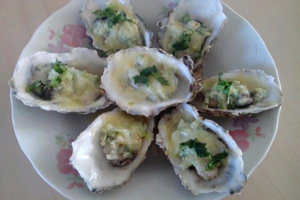 蒜蓉奶酪焗牡蛎的做法
