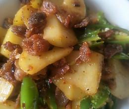 脆哨炒土豆的做法