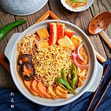 在家做韩式部队火锅,超丰盛又美味,冬天一家人吃最好啦!