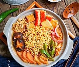 在家做韩式部队火锅,超丰盛又美味,冬天一家人吃最好啦!的做法