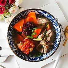 胡萝卜玉米红枣排骨汤