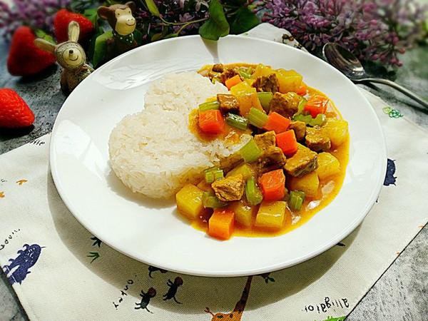 咖喱土豆猪肉盖饭的做法
