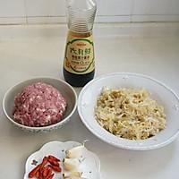 酸菜肉末——新厨娘的创新年夜菜的做法图解1