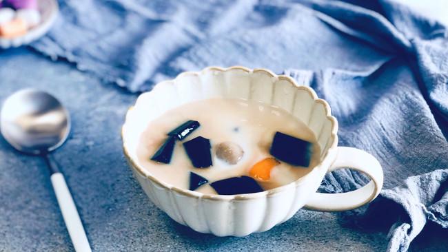 #秋天怎么吃#治愈系甜品—椰汁仙草芋圆的做法