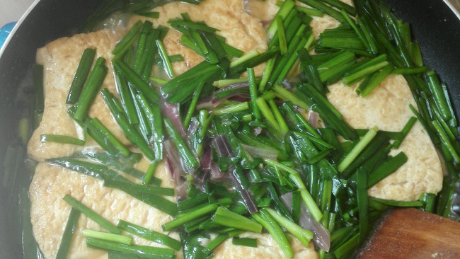 韭菜焖豆腐的做法