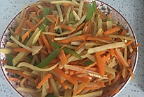 胡萝卜尖椒炒土豆丝的做法