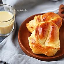 #换着花样吃早餐# 提升幸福感的三角椰蓉包