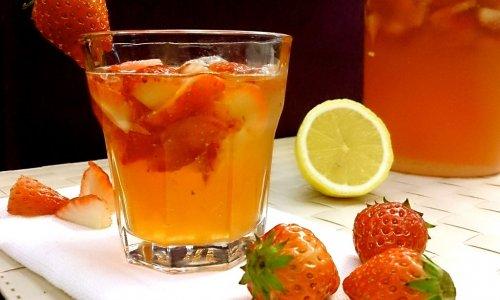 草莓柠檬鸡尾酒的做法