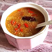 每天一碗苹果红枣小米粥,喝出好气色