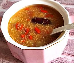 每天一碗苹果红枣小米粥,喝出好气色的做法