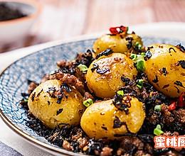 梅干菜肉末小土豆的做法