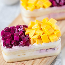 水果冰淇淋奶油盒子蛋糕