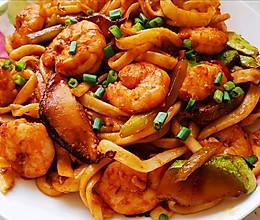 大个虾仁的海鲜炒面的做法