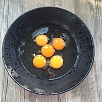 猪肉胡萝卜鸡蛋卷的做法图解3