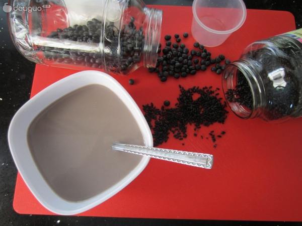 黑米黑豆浆——补血又补钙的做法