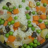 豌豆香菇火腿红萝卜腊肉饭立夏饭的做法图解3