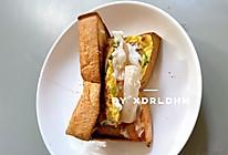 【火爆韩国街头的人气小吃❗️】奶酪鸡蛋吐司的做法