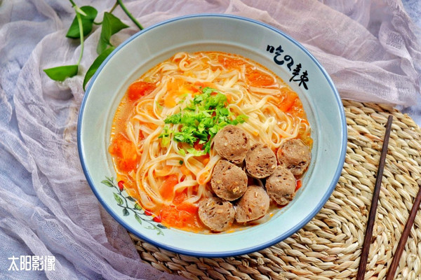 西红柿酸汤肉丸面 #父亲节,给老爸做道菜#的做法