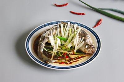 #快手又营养,我家的冬日必备菜品#清蒸鲈鱼
