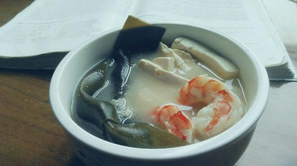 鲜虾海带豆腐汤(预防乳腺癌)附快熬高汤的做法的做法