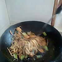 香肠炒面的做法图解6