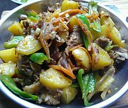 下饭菜   土豆焖鸭肉的做法