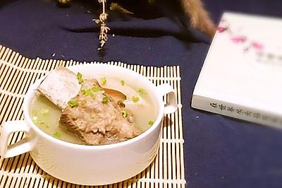 冬补靓汤:莲藕排骨绿豆汤