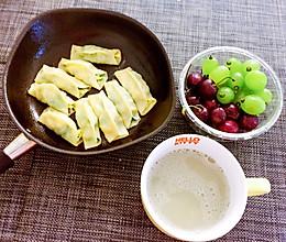 韭菜虾仁锅贴的做法