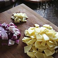 腊肉土豆焖饭的做法图解3