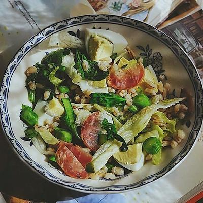 营养都在这一碗 糙米减肥沙拉