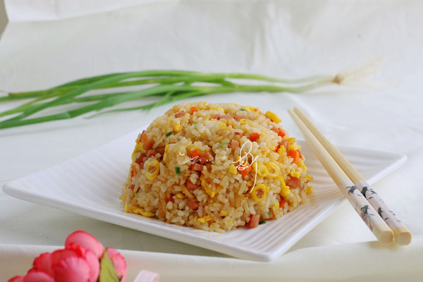 火腿胡萝卜炒饭