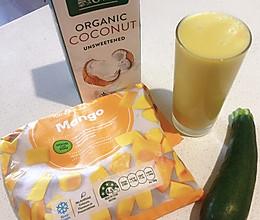 减脂排毒水:芒果黄瓜椰子水的做法
