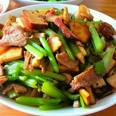 芹菜香干炒肉--湖南口味