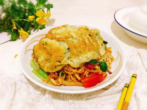 #花10分钟,做一道菜!#蛋帽炒面的做法