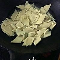 味道超赞的【大喜大】版  --  尖椒干豆腐的做法图解1