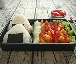 脆皮基围虾✘鱼罐头饭团+高汤娃娃菜便当,每一口都是惊喜!的做法
