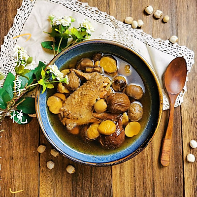 竹荪莲子百合板栗鸡汤