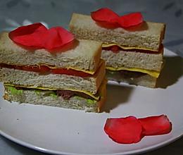 牛排西红柿鸡蛋三明治的做法