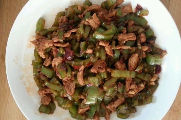 青椒红油小炒肉的做法