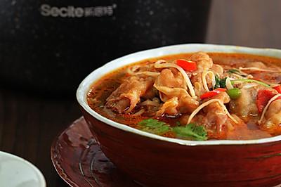 香辣金针菇肥牛汤#花10分钟,做一道菜!#