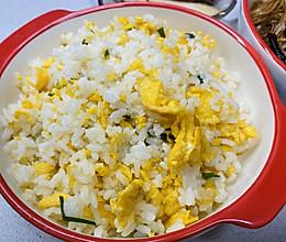 吃了就忘不了的简单蛋炒饭的做法